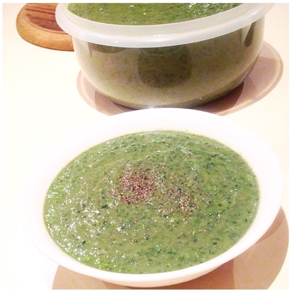 (Creamy) Kale, Broccoli, Zucchini and Pesto Paleo Soup